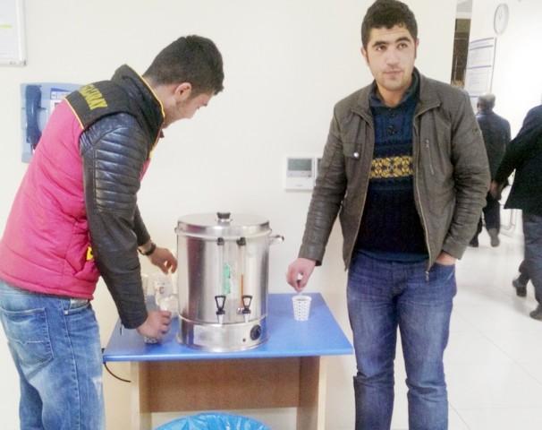SGK'dan vatandaşlara çay ikramı