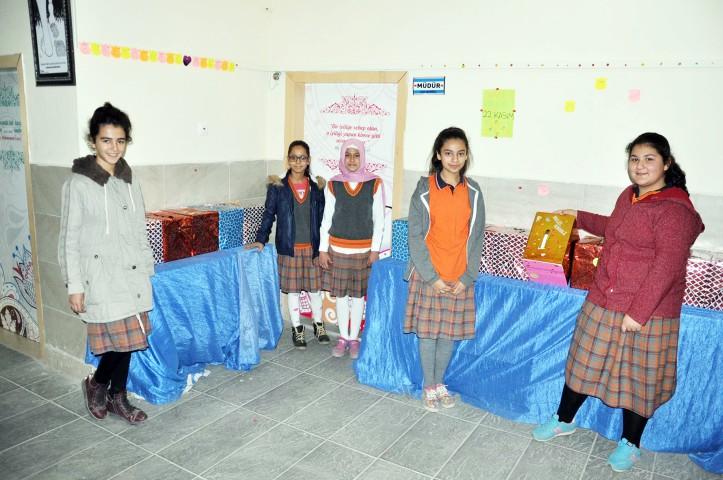 Öğrencilerden anlamlı  öğretmenler günü etkinliği