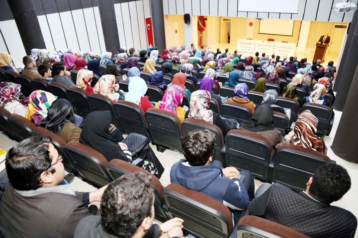 Karacebey, İlahiyat Fakültesi  öğrencileri ile bir araya geldi