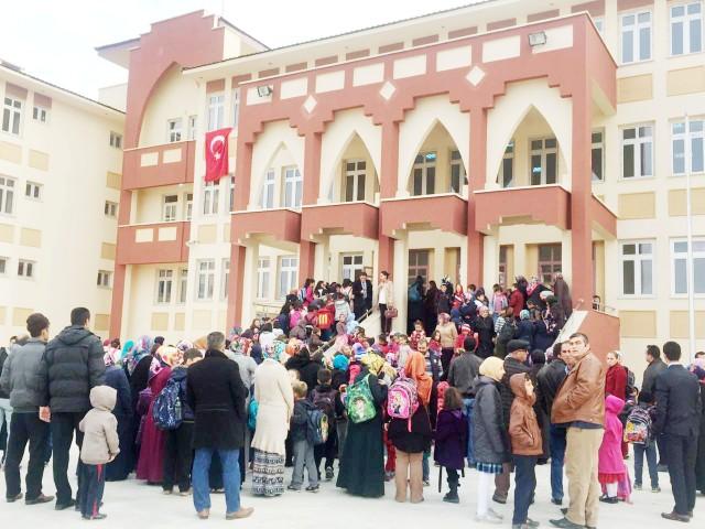 Öğrenciler okullarına kavuştu