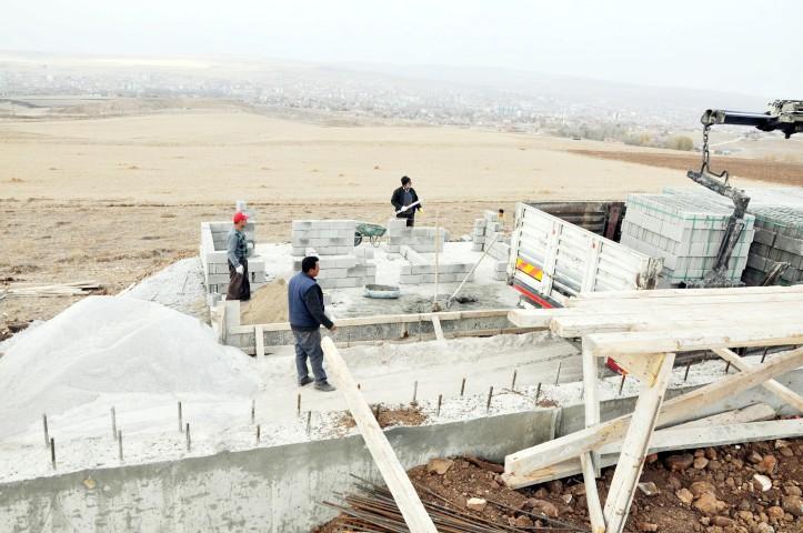 Hayvan barınağı inşaatı sürüyor
