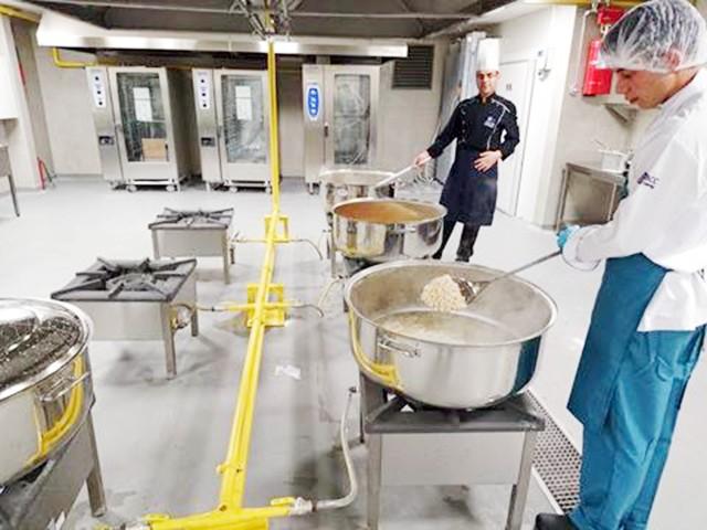 Yeni Şehir Hastanesinin ilk yemeği  sağlık çalışanlarına ikram edildi