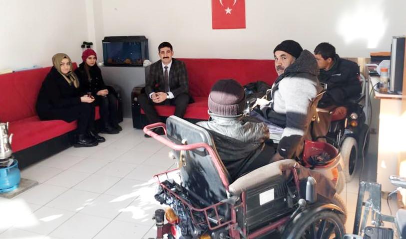 Ülkü Ocakları'ndan  Engelliler Derneğine ziyaret