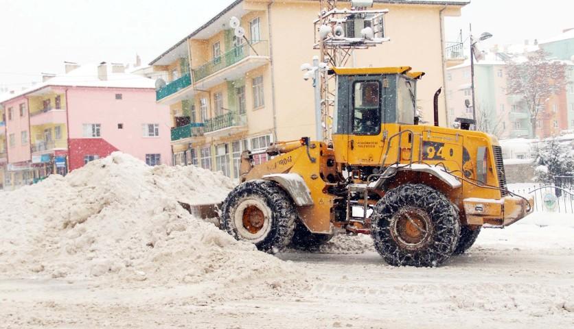 Akdağmadeni Belediyesi  karla mücadeleye hazır