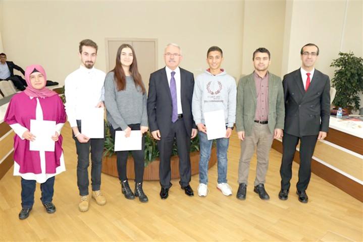 YÖK bursu kazanan öğrencilere  başarı belgesi verildi