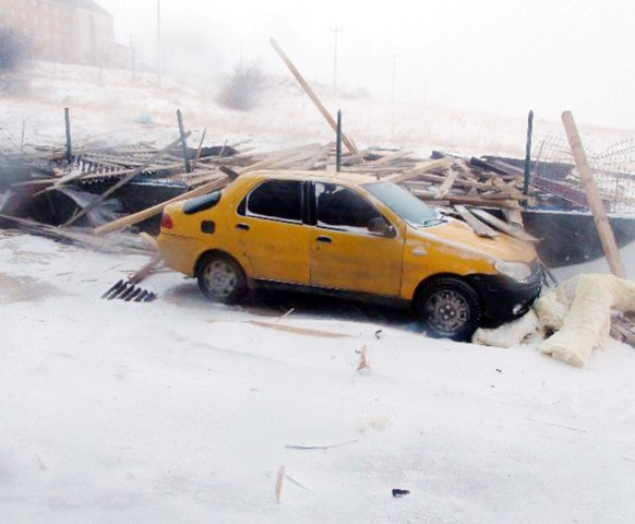 Yozgat ve Kayseri'de kar  yağışı hayatı olumsuz etkiledi