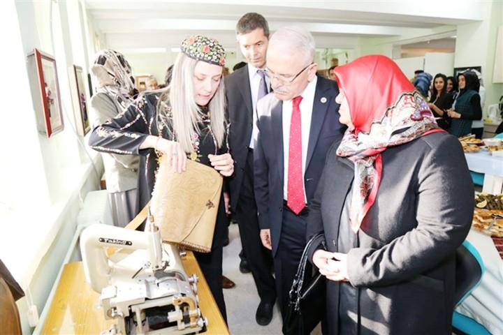 Rektör Karacabey, yüksekokul  atölyesinde incelemede bulundu