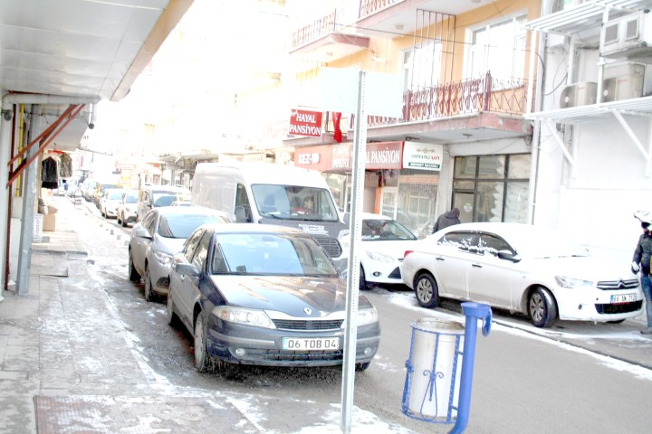 Hatalı park trafik akışını engelliyor
