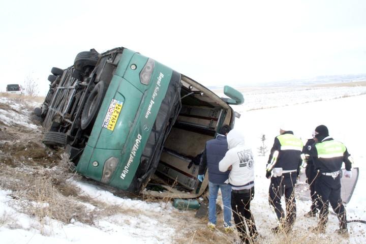 İranlı turistleri taşıyan otobüs  devrildi 6 kişi yaralandı