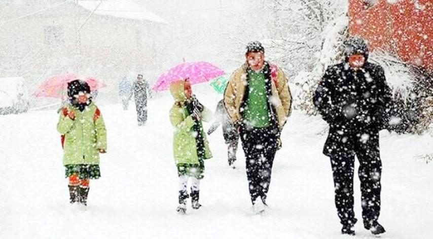 Öğrenciler Kar Tatilini Okullarında Öğrendi