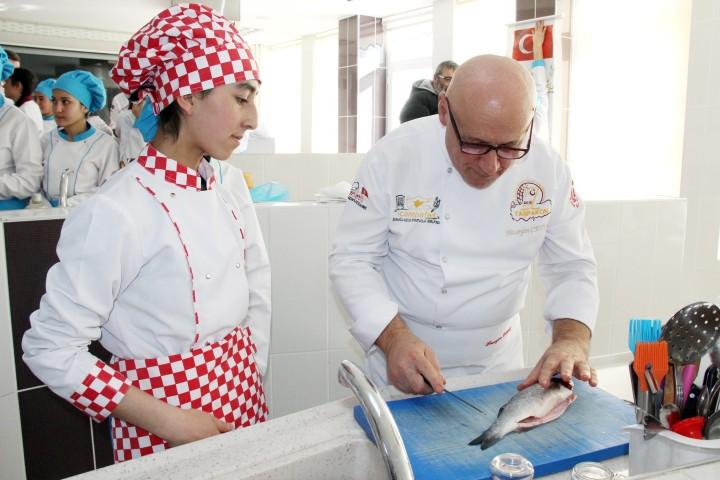 Usta aşçılar öğrencilere ders verdi