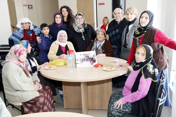 Rektör Karacabey'in  eşinden huzurevi ziyareti