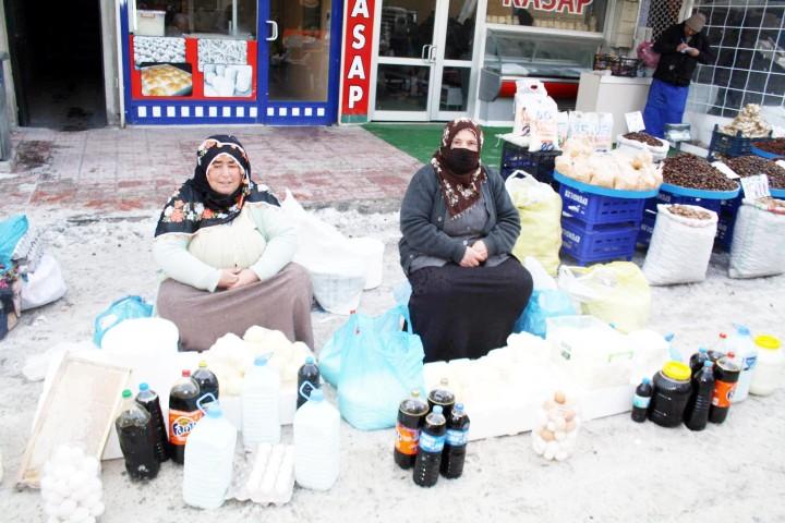 Soğuk hava köylü pazarını da vurdu