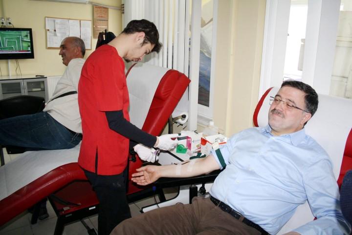 Milletvekili Başer, kan bağışında bulundu