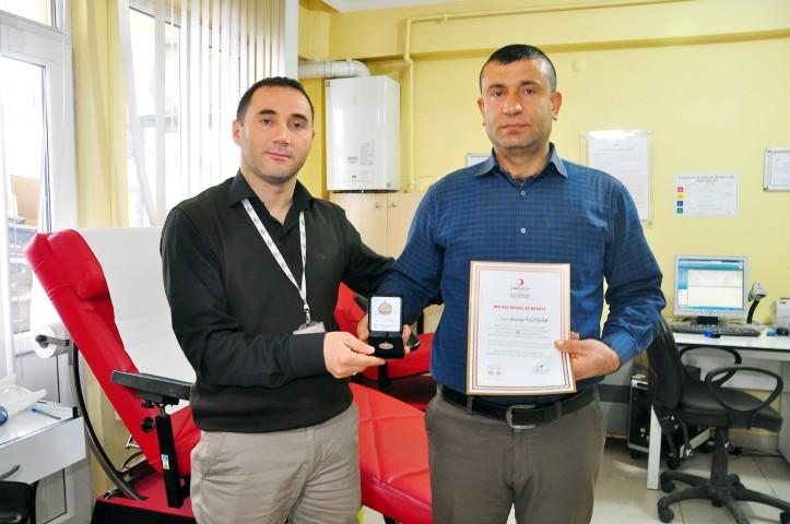 Kızılay'dan bağışçılara madalya