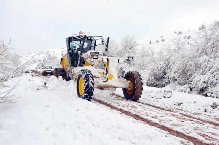Sarıkaya'da karla mücadele  çalışmaları devam ediyor