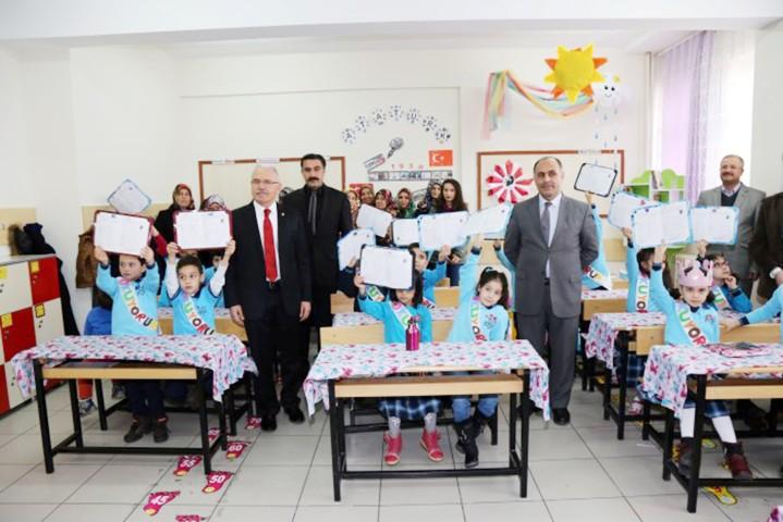 Karacabey öğrencilerin  karne sevincini paylaştı