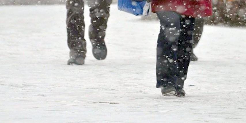 Buzlu kaldırımda eller cepte yürümeyin