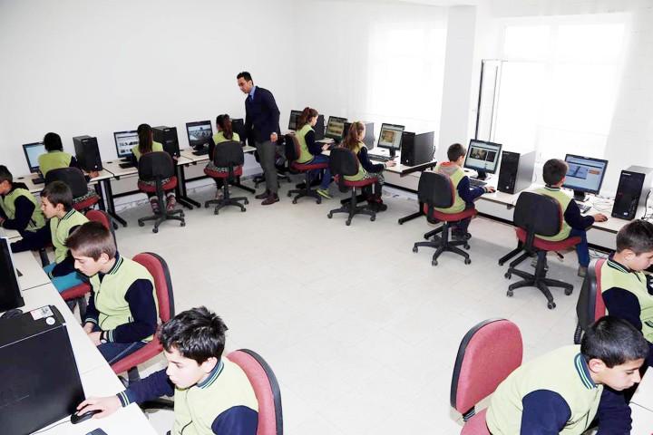 Köy okulunda bilgisayar sınıfı oluşturuldu