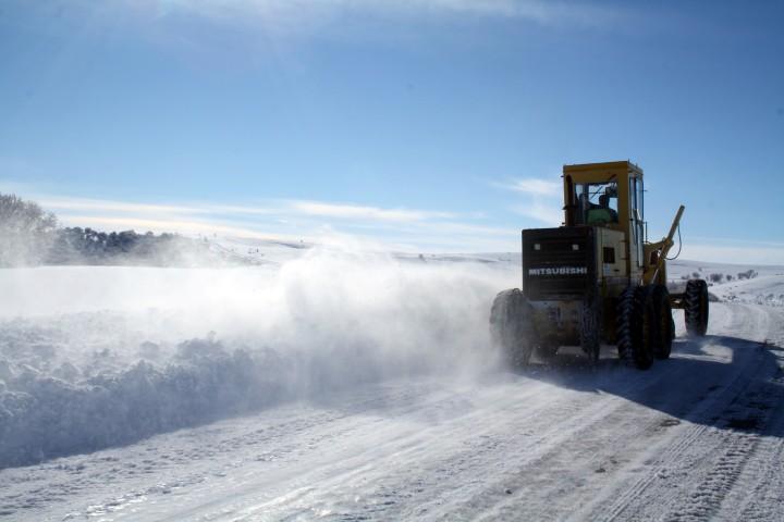 Yanık: 85 araç ve 169 kişiyle  karla mücadele ediyoruz