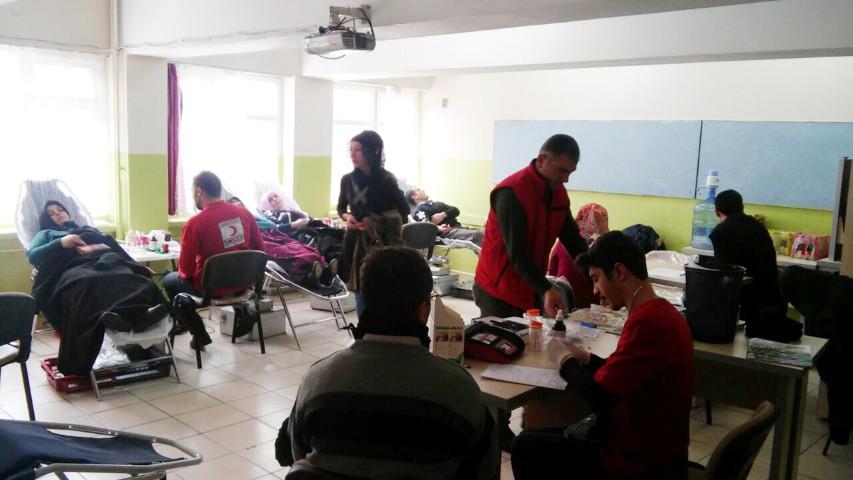 Kızılay Kan Bağışına  vatandaşlardan büyük destek