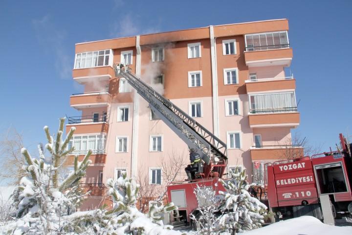 Binada çıkan  yangın korkuttu