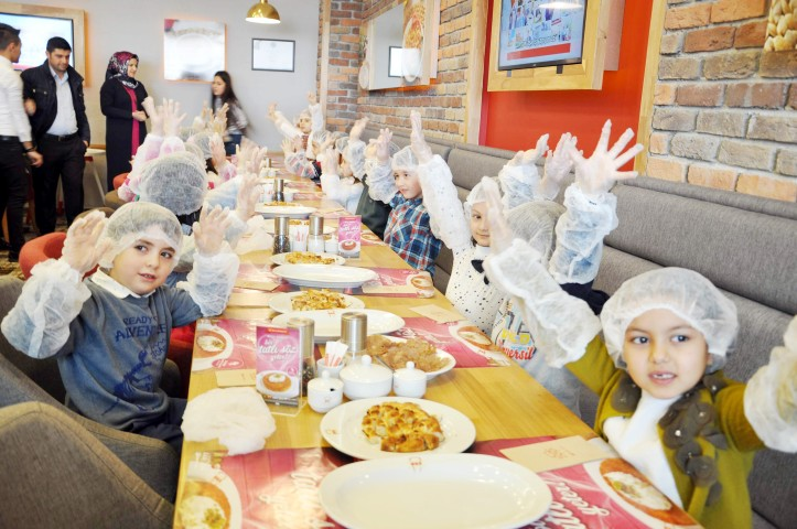 Minik öğrenciler kendi yiyeceklerini hazırladı