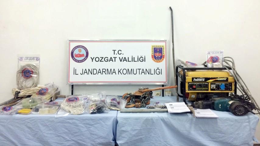 Yozgat'ta kaçak sigara ve içki ele geçirildi