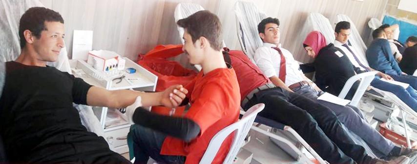 Öğrencilerden kan bağışına destek