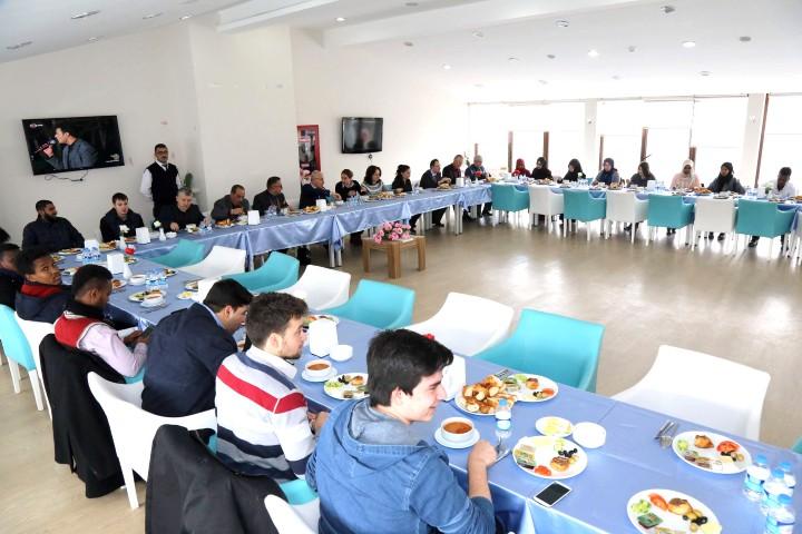 Karacabey, yabancı uyruklu  öğrencilerle bir araya geldi