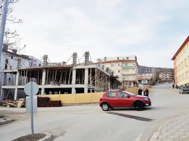 Metruk bina yıkılarak yerine şehrin  mimarisine uygun inşaatlar yapılıyor