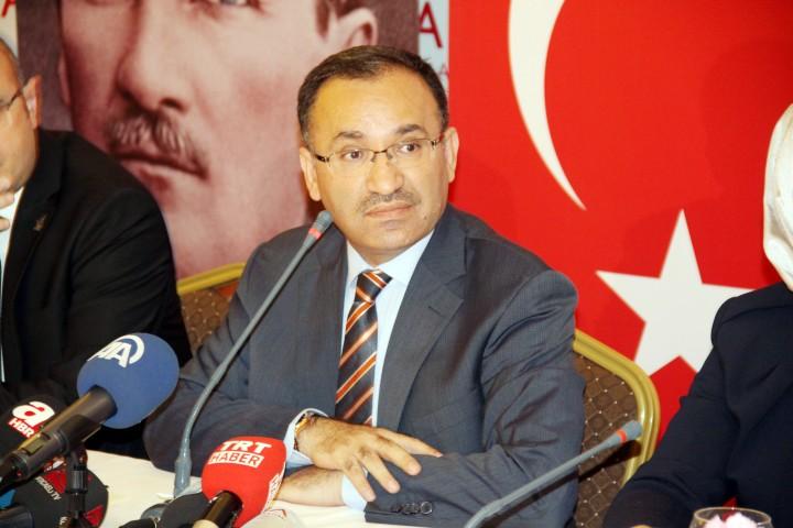 Bakan Bozdağ: Barolar Birliğinin levhasını  değiştirsin Feyzioğlu, Alternatif CHP yazsın