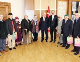 Rektör Karacabey, huzurevi  sakinlerini makamında misafir etti