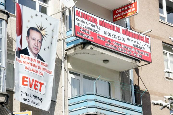 Cumhurbaşkanı Erdoğan'a afişli destek