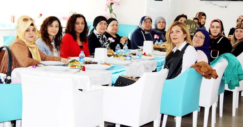 Kadınlar kahvaltıda bir araya geldi
