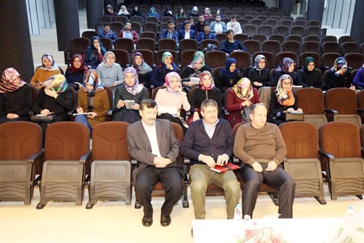 İlahiyat Akademik seminerleri devam ediyor