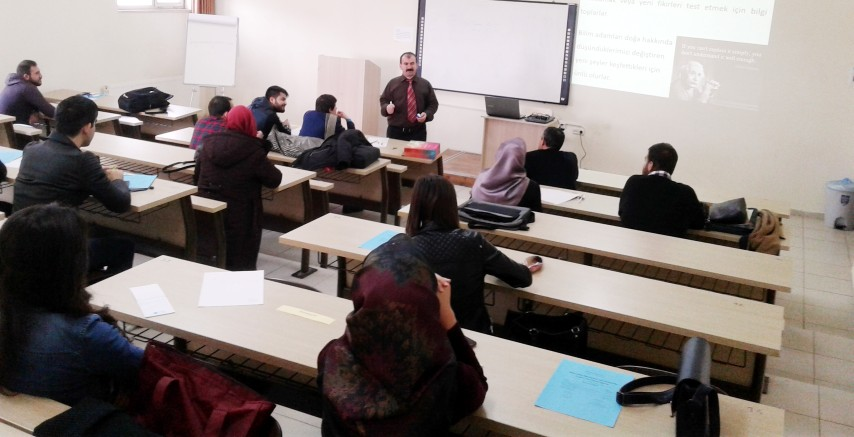 """""""Üniversite Öğrencileri için Araştırma Projesi  Hazırlama Eğitimi"""" etkinliği düzenlendi"""
