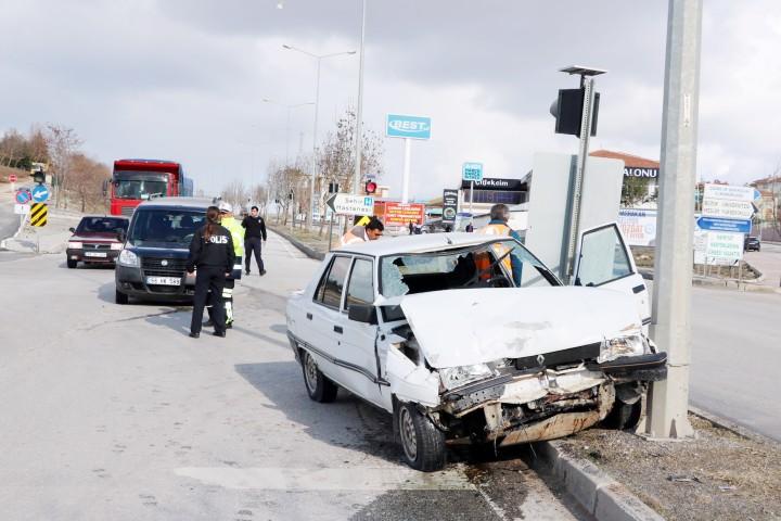 İki ayrı trafik kazasında  1 kişi yaralandı