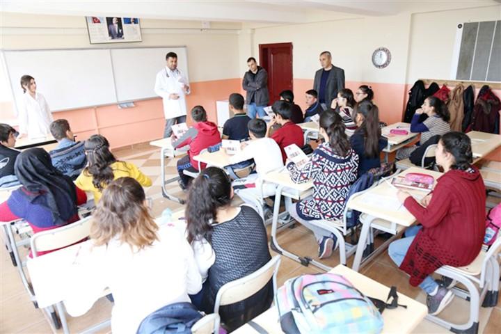 Öğrencilere göğüs duvarı şekil  bozuklukları taraması yapıldı