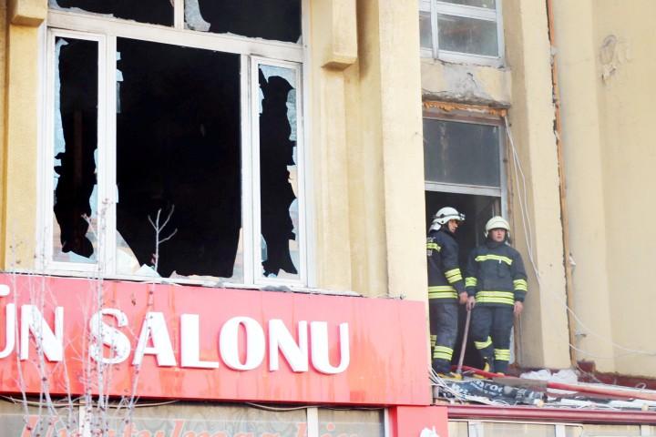 Abide İş Hanı'ndaki yangın korkuttu
