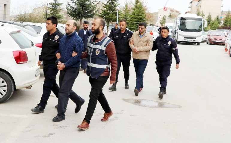 FETÖ'den gözaltına alınan  8 kişi adliyeye sevk edildi