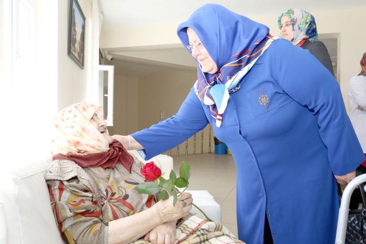 Huzurevi Sakinlerine anneler günü ziyareti