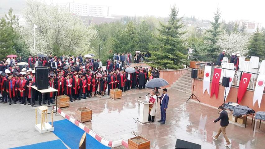 Bozok Üniversitesi Teknik Bilimler  MYO'da mezuniyet sevinci