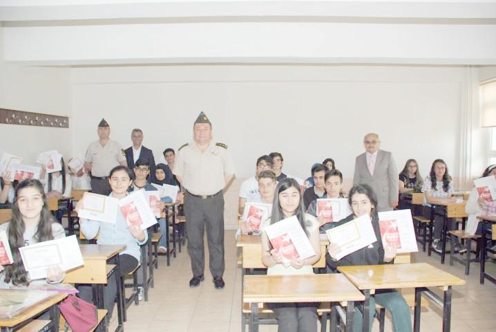 Albay Yıldırım'dan  öğrencilere karne