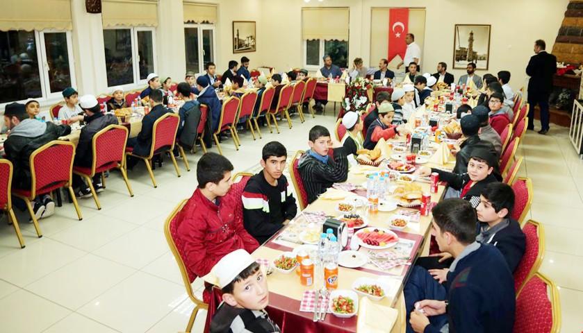 Hafızlık öğrencilerine iftar