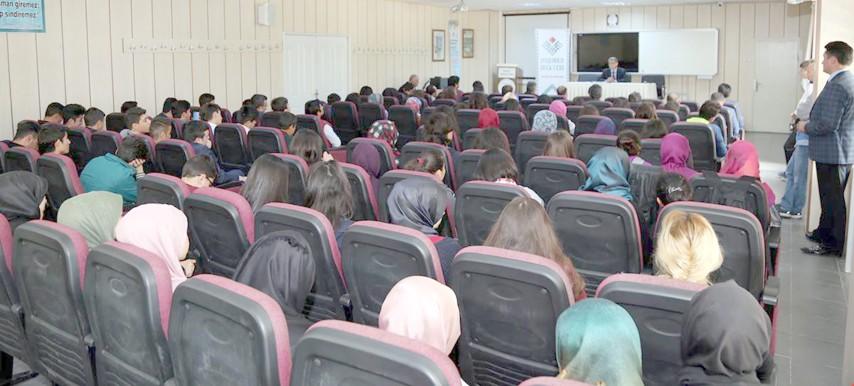 Lise öğrencileri Türk Edebiyatı  eserlerini okumaya teşvik edilecek