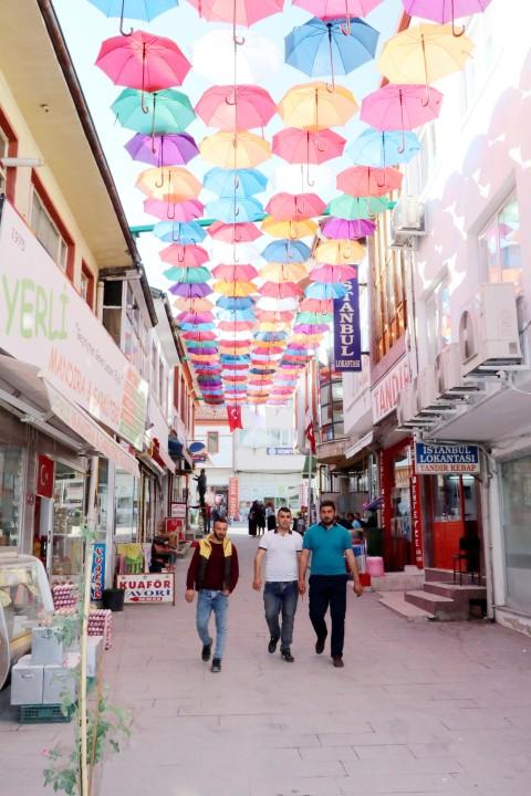 Süsler Sokak şemsiye ile kaplandı