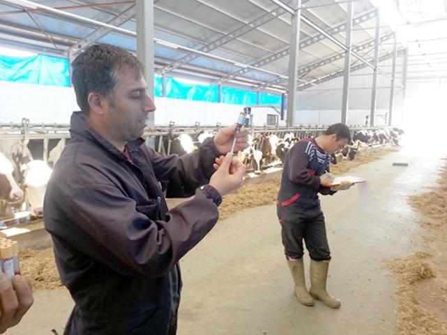 Özdemir: Bakanlığımız tarafından  ari işletmeleri projesi başlatıldı