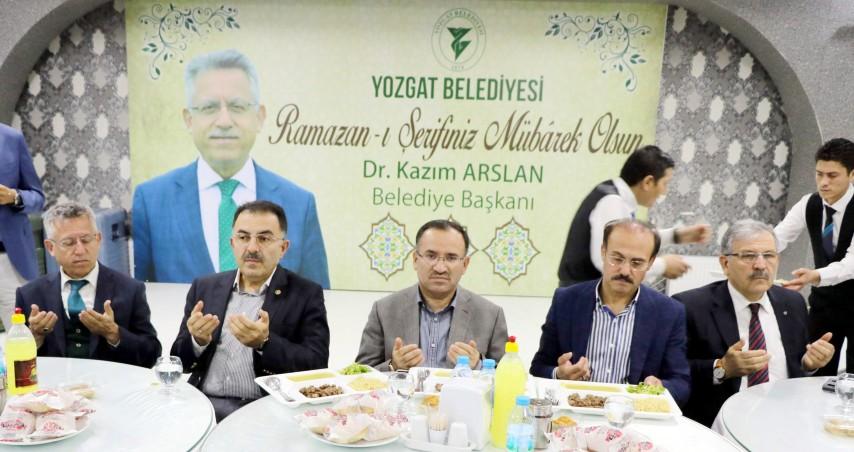Bakan Bozdağ, iftar  programına katıldı