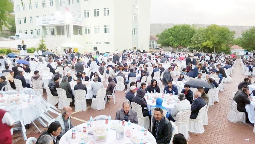 Kayseri Şeker Sofrası Yenifakılı'da kuruldu